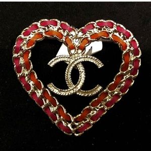 New this season Auth Chanel ❤️ Brooch 😍😍